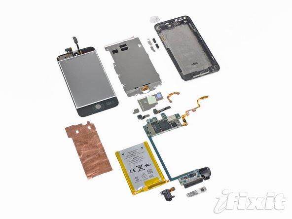 iPod touch 4G не имеет вибросигнала, имеет хуже камеру и уменьшенный объем ОЗУ, а в дисплее используется не IPS-матрица