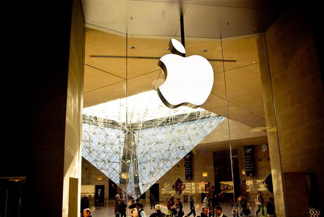 Открылся первый во Франции Apple Store