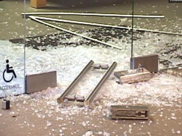 Ограблен Apple Store в Сан Диего! 12 iPhone'ов похищено