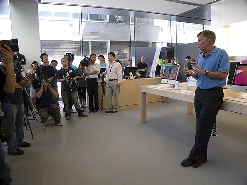 Рон Джонсон поделился философией Apple относительно розничных магазинов