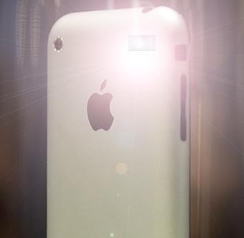 В iPhone OS 4.0 нашли следы фотовспышки